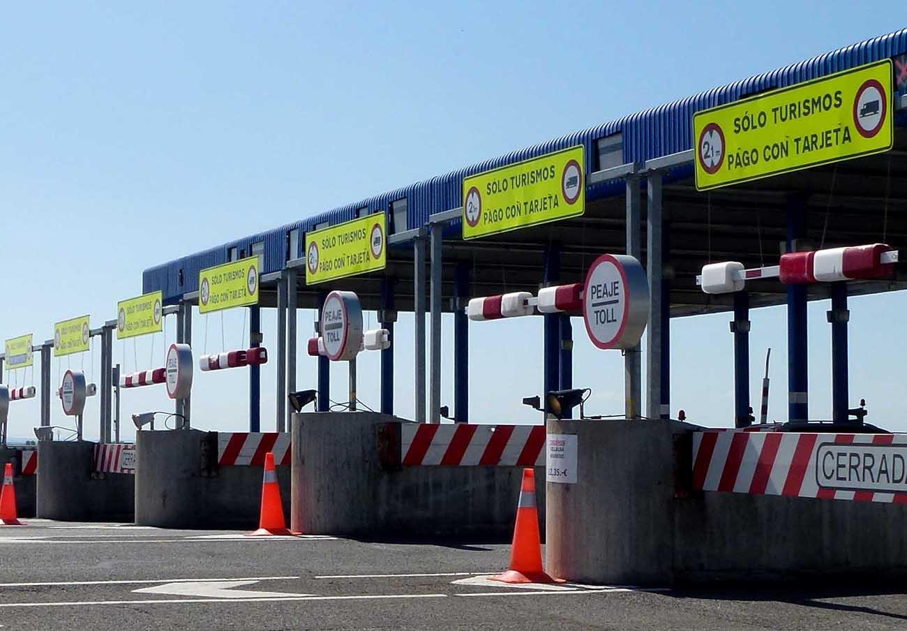 FACUA rechaza la intención de Fomento de rescatar autopistas en quiebra para volver a licitarlas