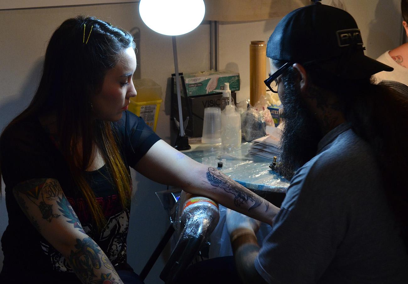 FACUA Andalucía ve temerario que la Junta reduzca los controles sobre los negocios de tatuajes