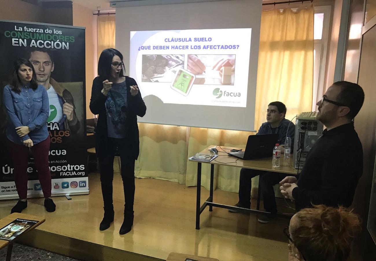 FACUA Catalunya ofrece una charla sobre cláusulas suelo en el Hogar de Personas Sordas de Badalona