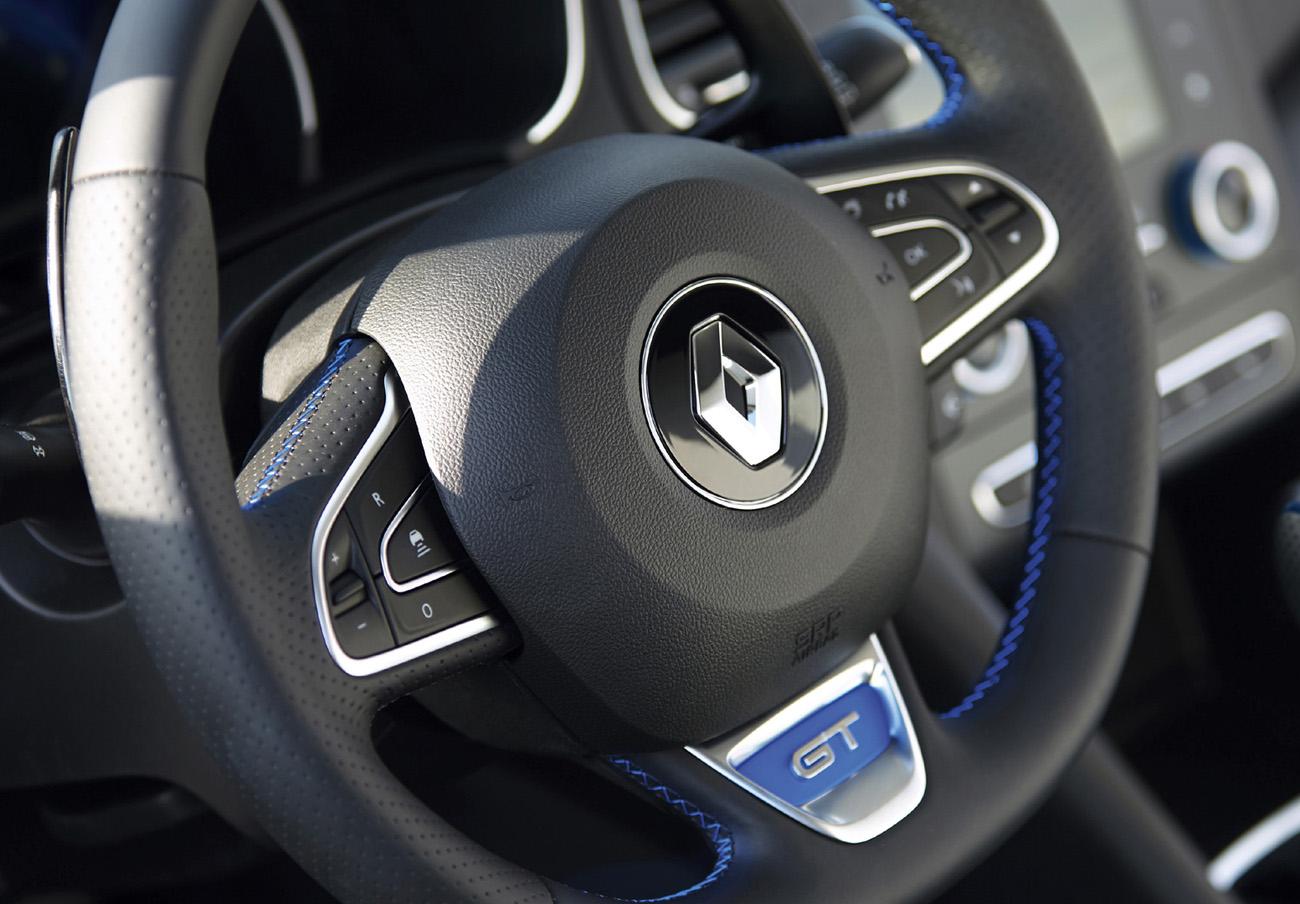 FACUA alerta de la llamada a revisión de los Renault Megane IV GT por un problema en la caja de cambios