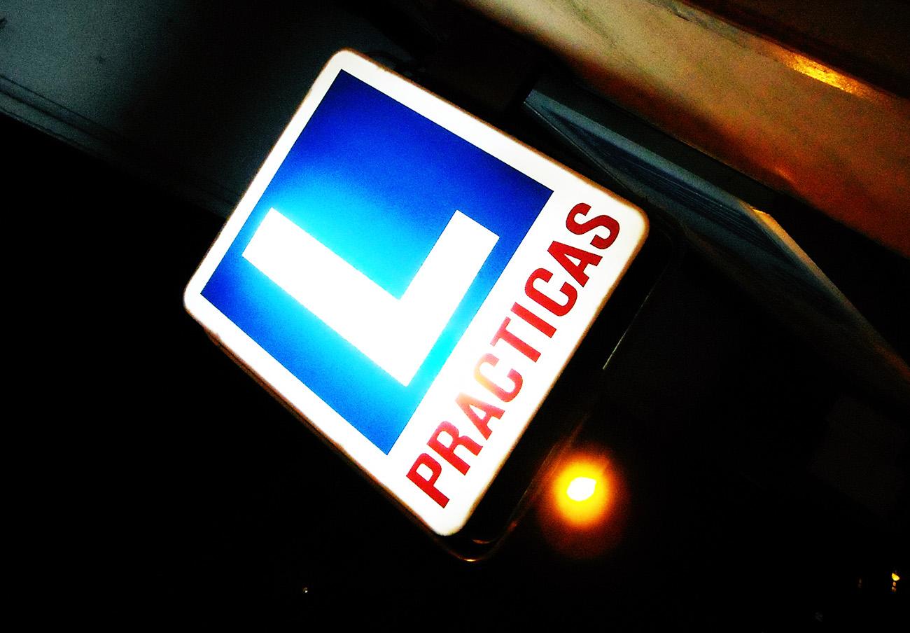 Tras la denuncia de FACUA Andalucía, Competencia abre expediente sancionador a 39 autoescuelas de Huelva