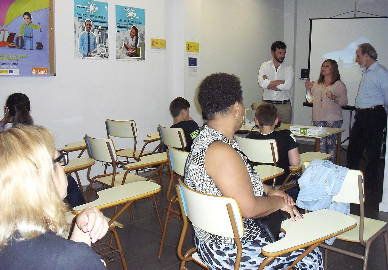 FACUA Jaén imparte un taller para jóvenes sobre los riesgos que entrañan las nuevas tecnologías