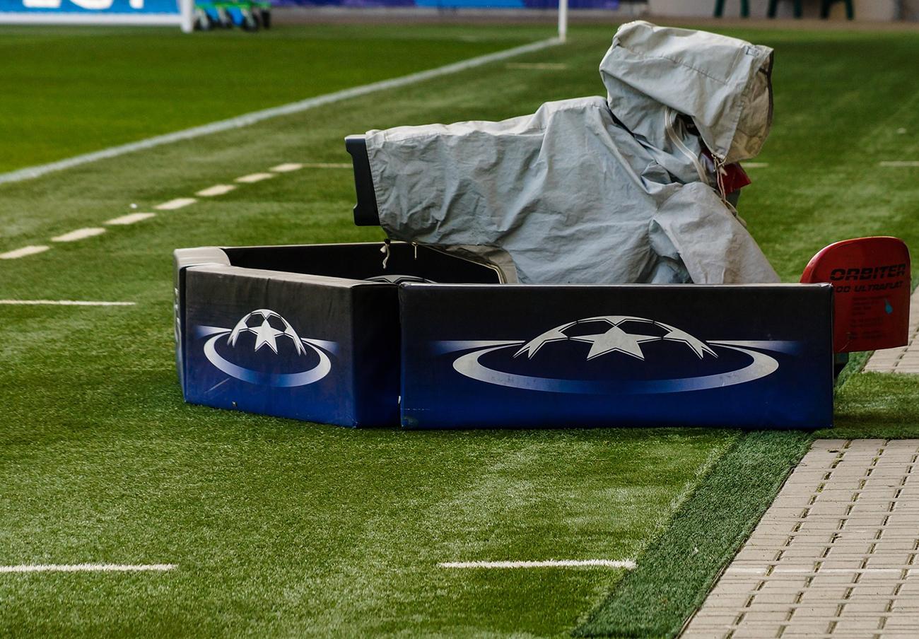 Telefónica deberá compensar a competidores por el alquiler de sus canales de televisión de pago de fútbol