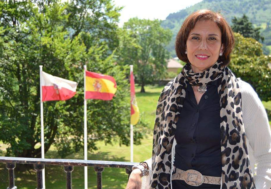 La alcaldesa de un pueblo cántabro amenaza con demandar a FACUA tras preguntarle cuándo abrirá la piscina