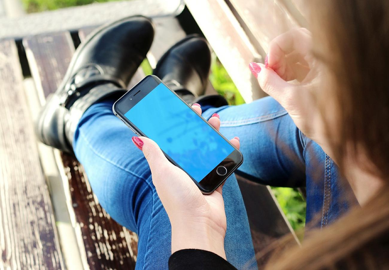 La CNMC dice que no se pueden publicitar bebidas alcohólicas de más de 20 grados en aplicaciones móviles
