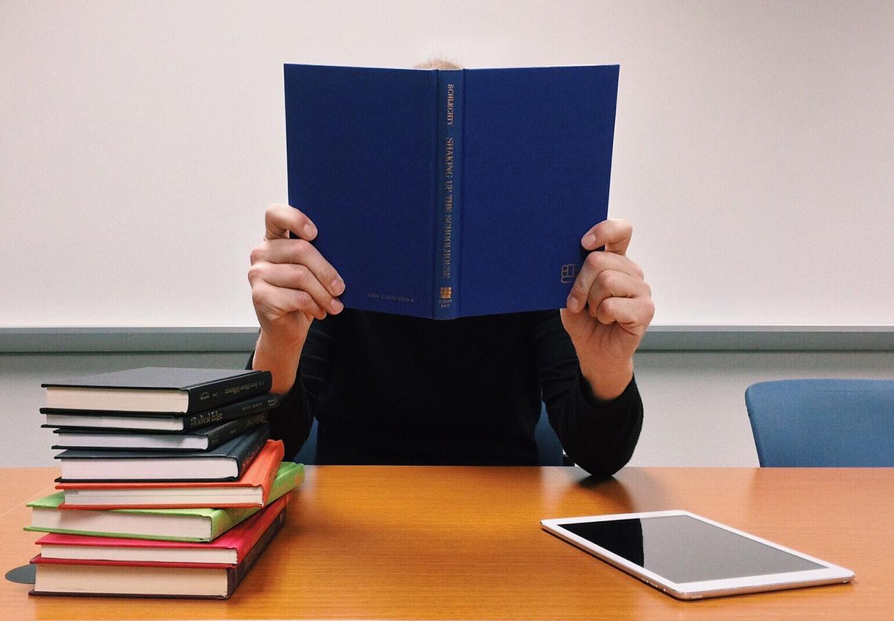 FACUA Castilla y León critica el programa 'Releo Plus' por no garantizar los libros de texto gratis