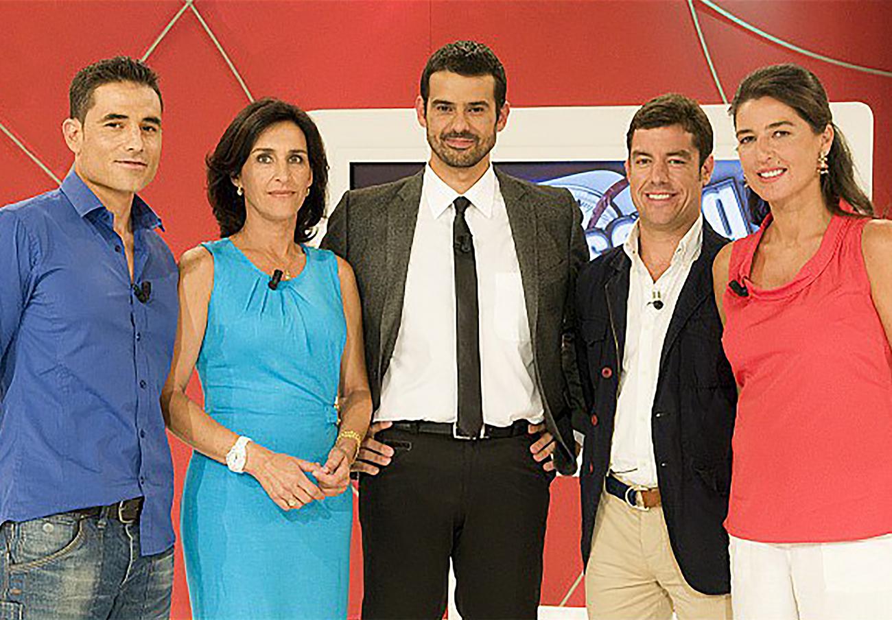 Los miembros del jurado del concurso La Báscula, de Canal Sur Televisión, con el presentador y chef Enrique Sánchez al frente.