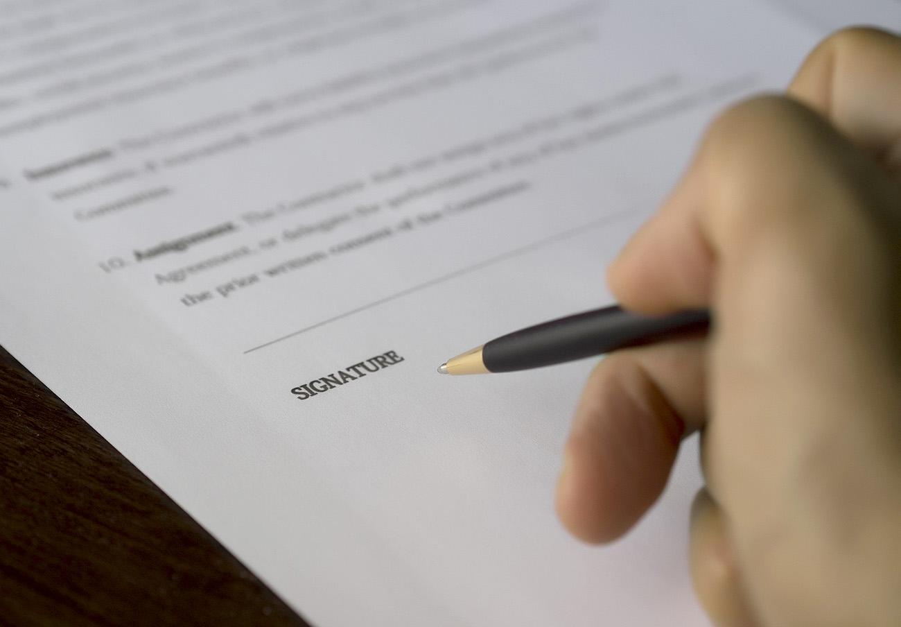 El Supremo condena a una abogada a 15 meses de cárcel por falsificar documentos para engañar a un cliente