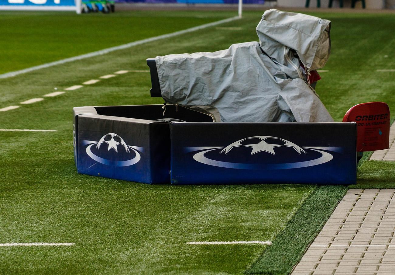 La CNMC multa a la Liga de Fútbol (LFP) con 250.000 euros por impedir a Mediaset el acceso a los estadios