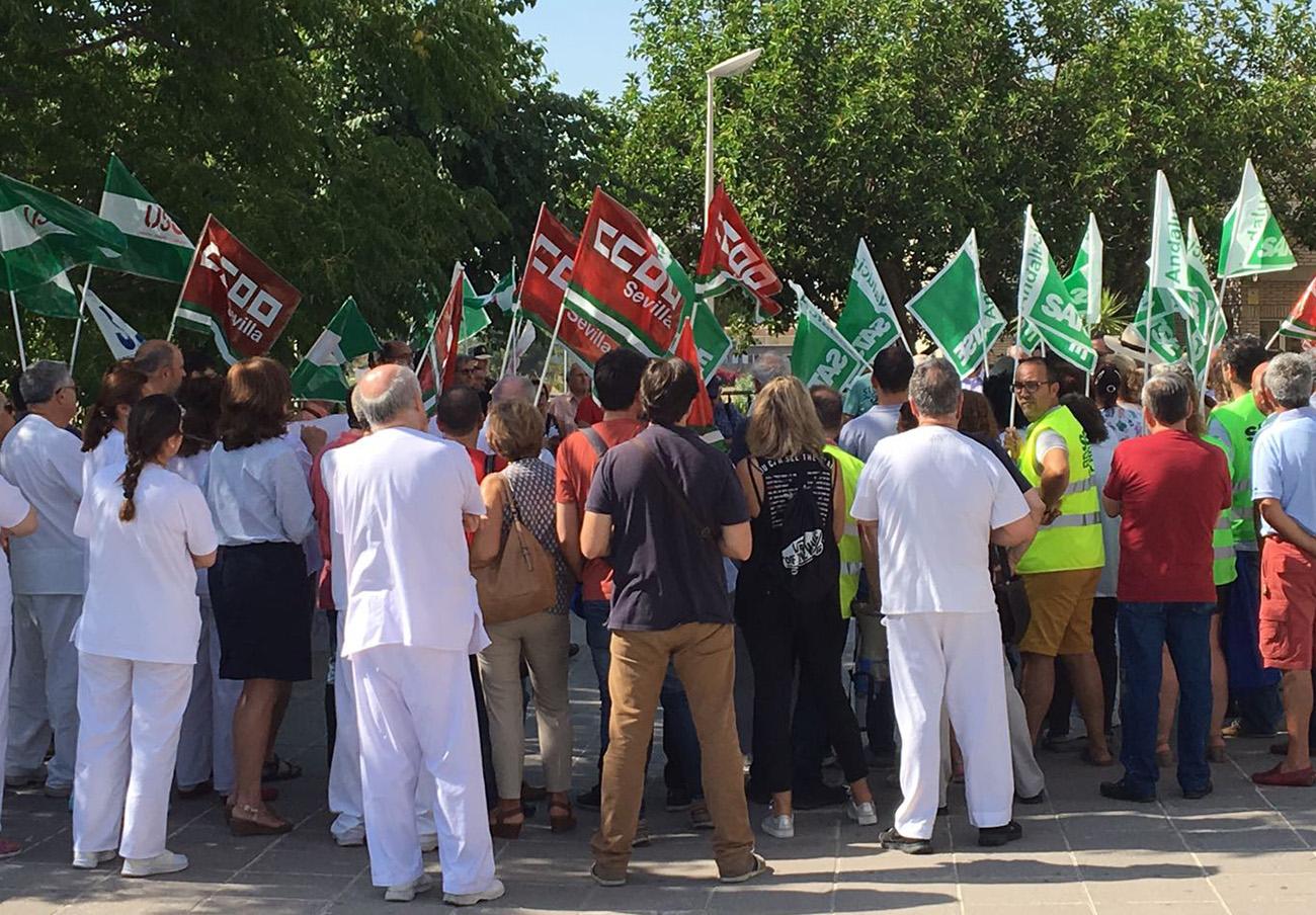 En la protesta han participado representantes de los sindicatos USO, CCOO y Satse.