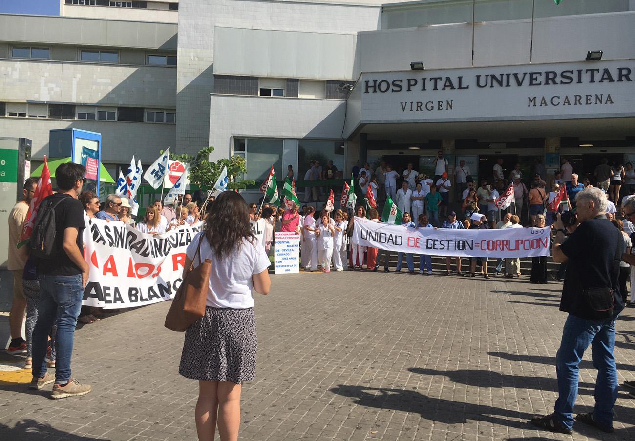 Marea Blanca en Sevilla prosigue en el Macarena con sus movilizaciones contra el colapso de las Urgencias