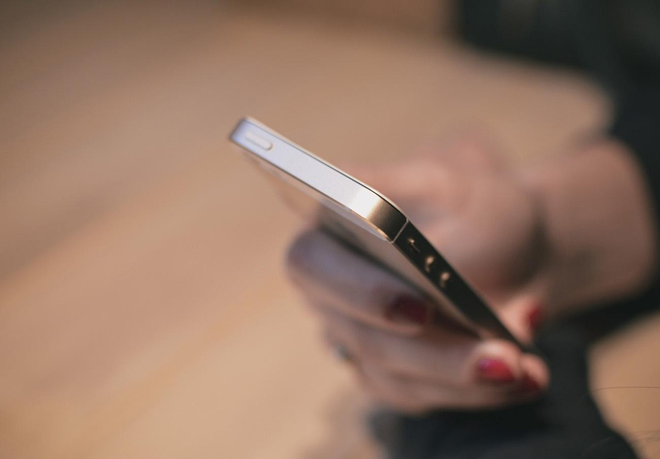 Violencia machista: Cuatro fabricantes de móviles comienzan a eliminar el 016 del registro de llamadas