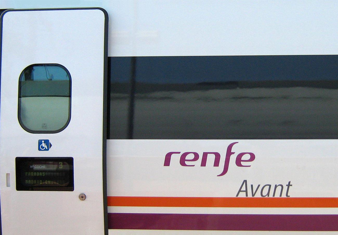 FACUA celebra que Renfe sustituya sus líneas 902 de atención al cliente y empiece a cumplir la ley