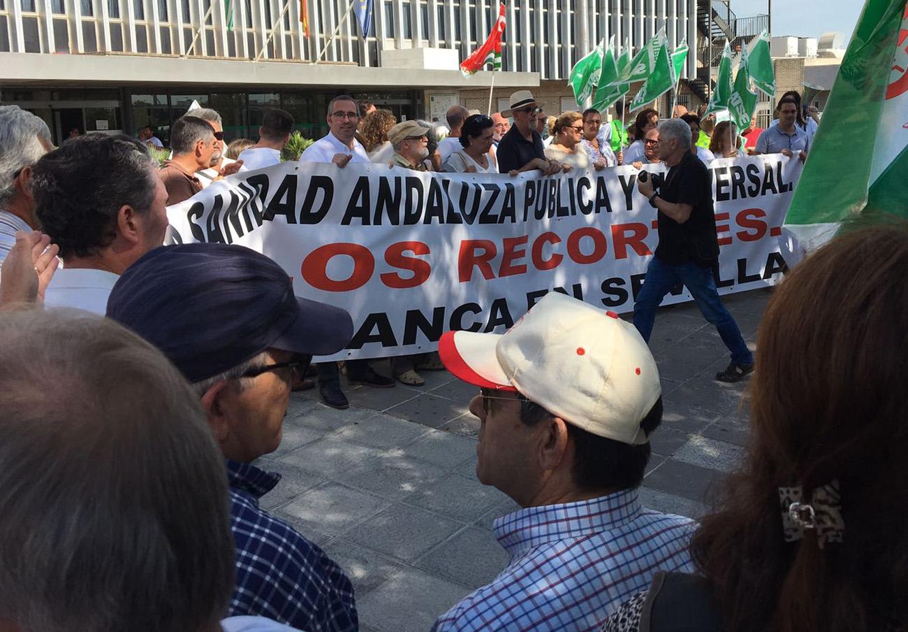 Marea Blanca en Sevilla convoca una asamblea para preparar una gran movilización en octubre