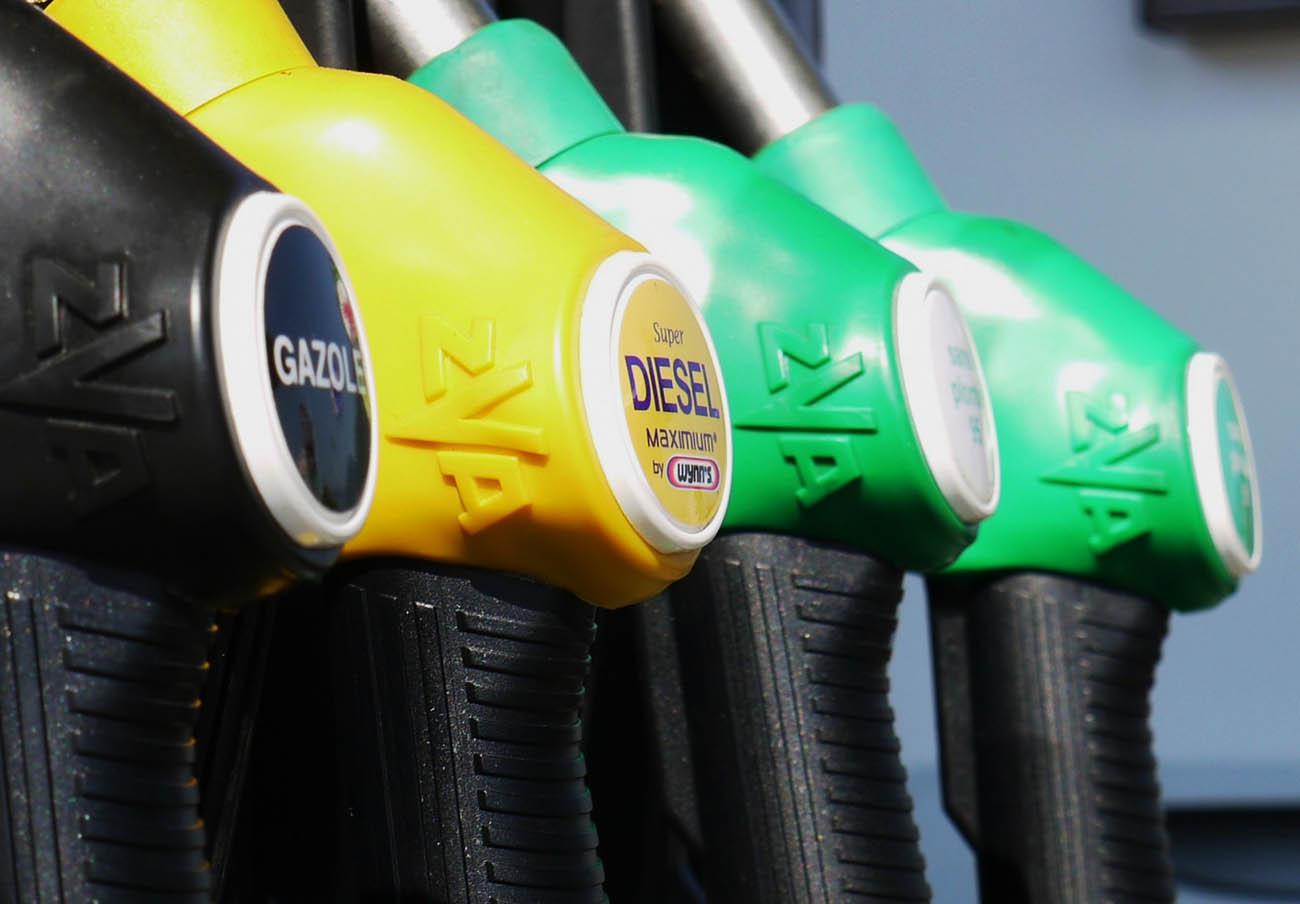 La gasolina y el gasóleo suben por primera vez en cinco semanas con el inicio del periodo vacacional