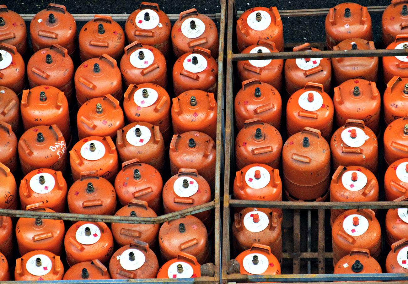 La bombona de butano es un 32% más cara que hace un año, advierte FACUA