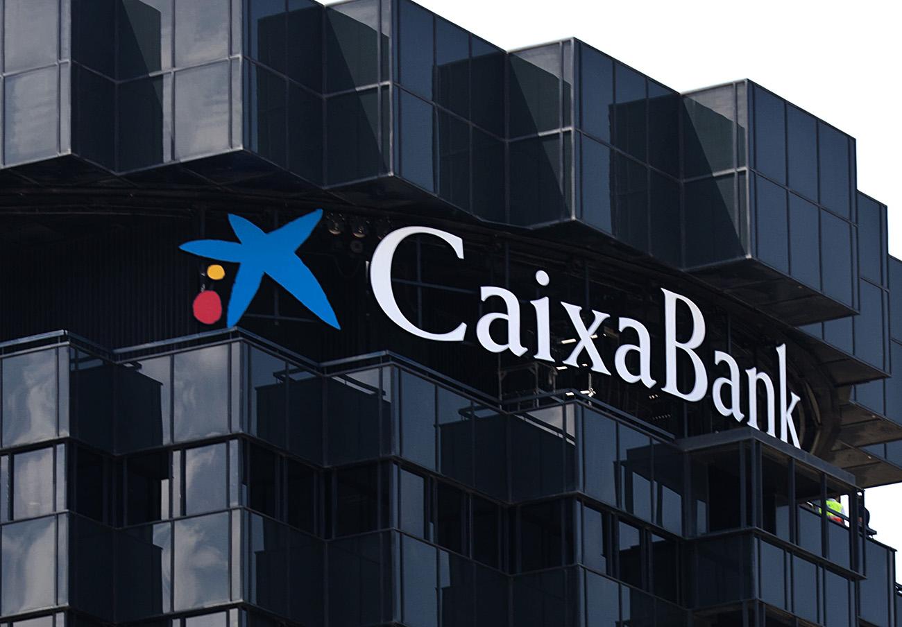 El juez imputa a Caixabank por blanqueo de capitales de presuntas mafias chinas