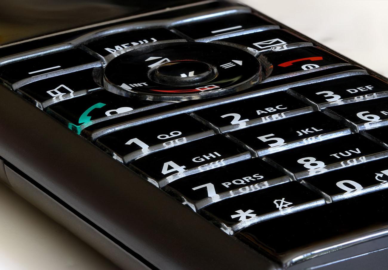 FACUA denuncia a 18 aseguradoras por tener líneas 901 y 902 para la atención al cliente