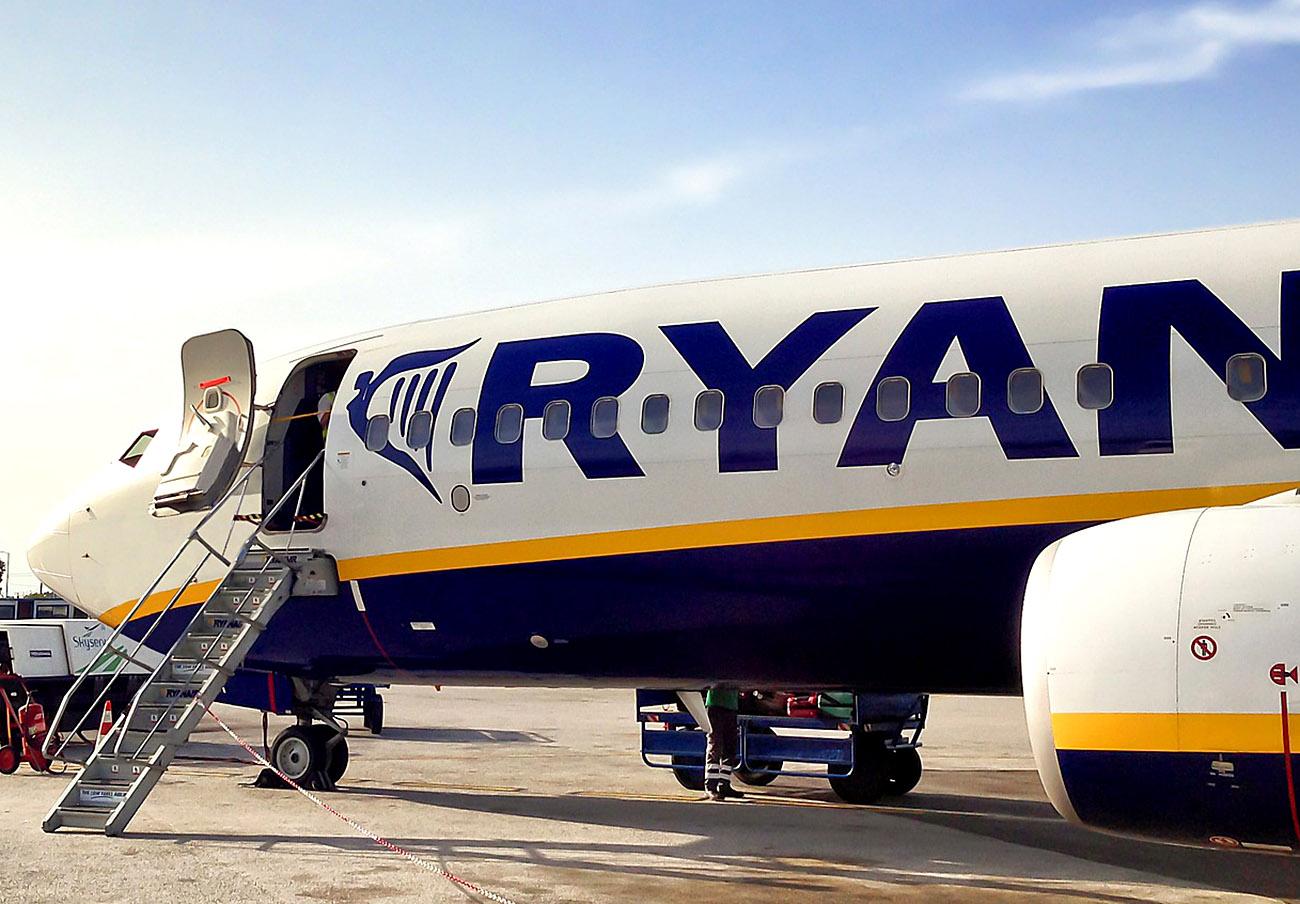 Ryanair abona 836 euros a dos socios de FACUA Málaga tras la cancelación de su vuelo