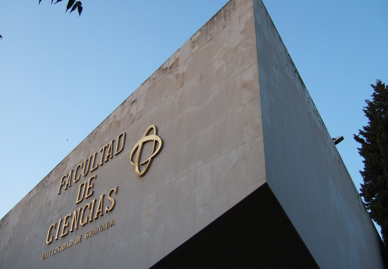 FACUA reclama a la Universidad de Granada que dé solución a las largas esperas para resolver incidencias
