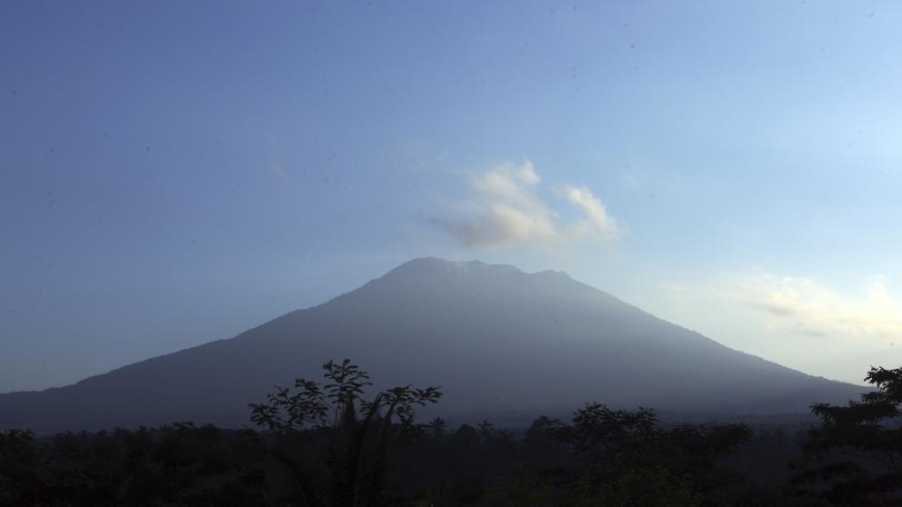 FACUA asesora a los usuarios con vuelos a Bali ante la actividad volcánica