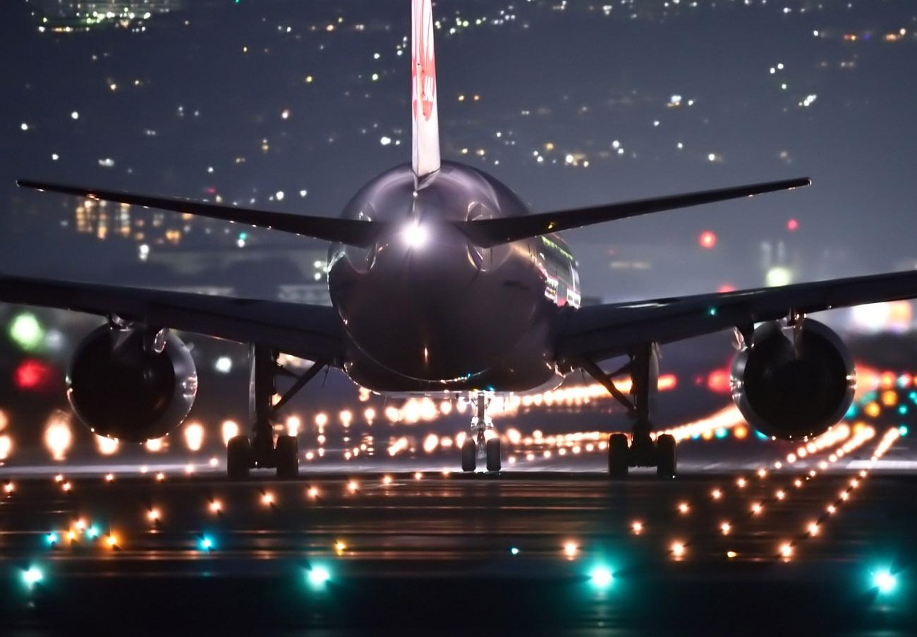 El Gobierno da marcha atrás y sí permitirá a pilotos y controladores comunicarse en español