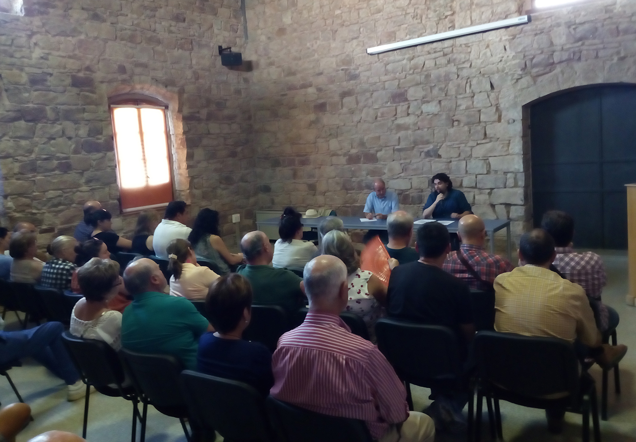 Momento de asamblea de FACUA Jaén sobre cláusula suelo.