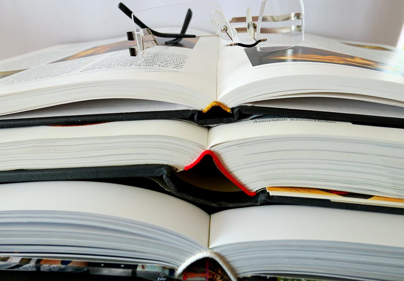 Competencia abre expediente a una decena de editores de libros de texto por un posible cártel