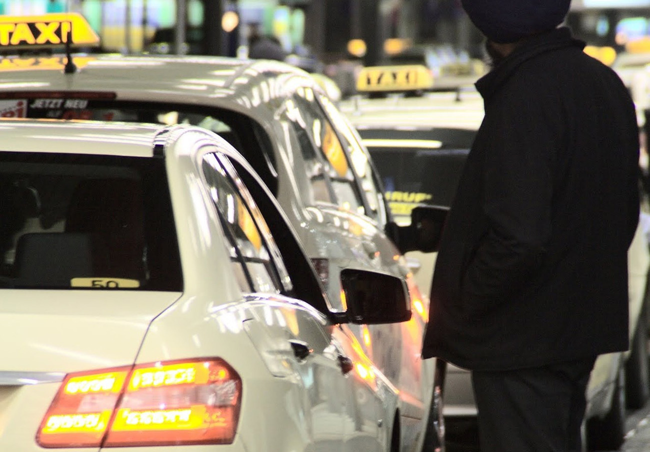 Tres meses de cárcel para cuatro taxistas sevillanos por acosar a colegas de Utrera por cargar en Sevilla