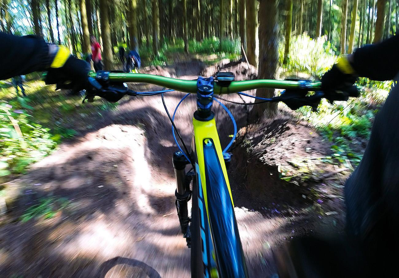 FACUA alerta de un defecto en bicicletas de Decathlon que puede provocar la pérdida del control