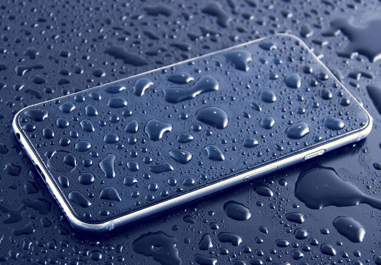 """FACUA denuncia a Apple por publicidad engañosa con su iPhone 8 """"resistente al agua"""""""