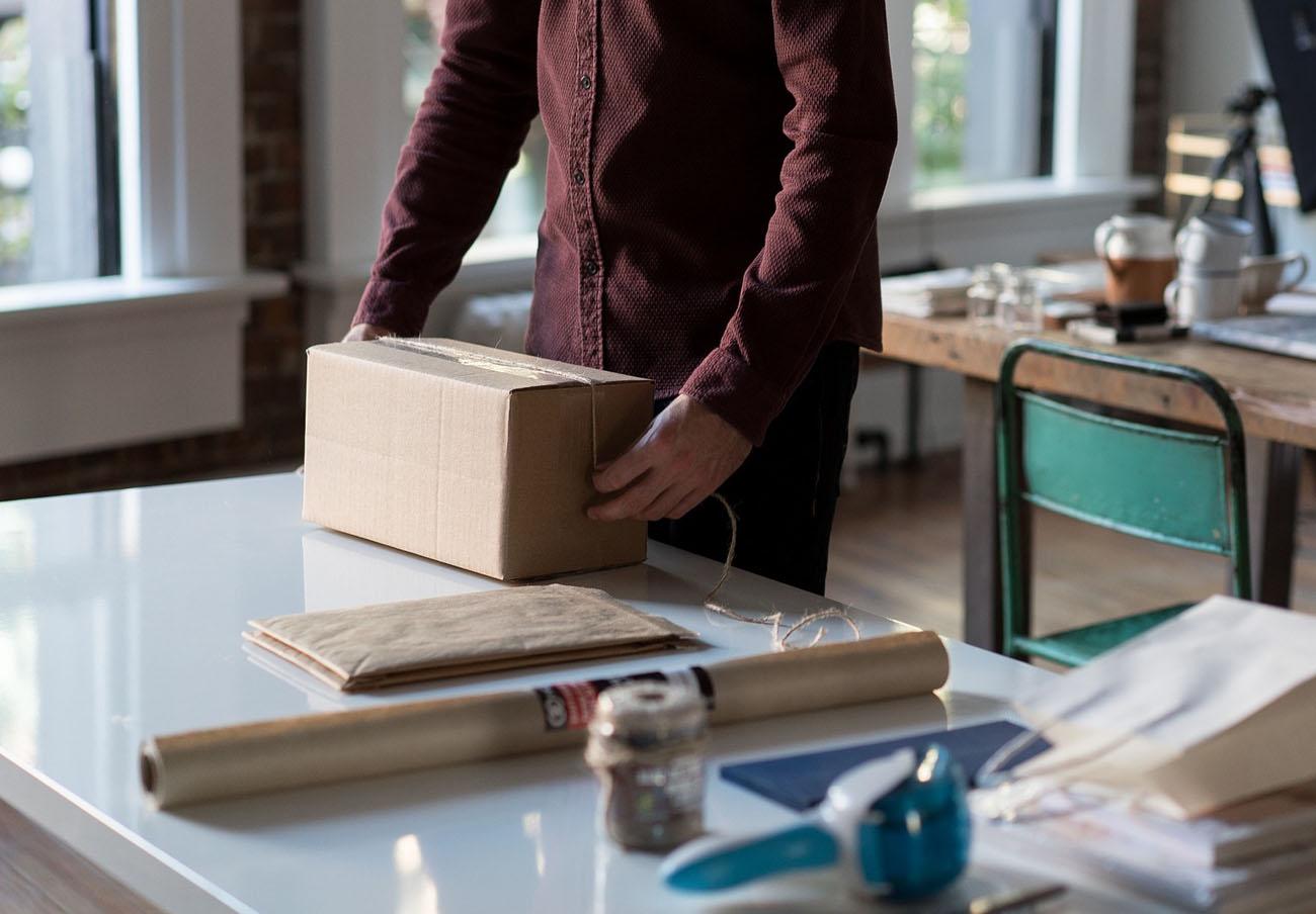 La CNMC multa con 68 millones de euros a nueve empresas de paquetería por repartirse clientes