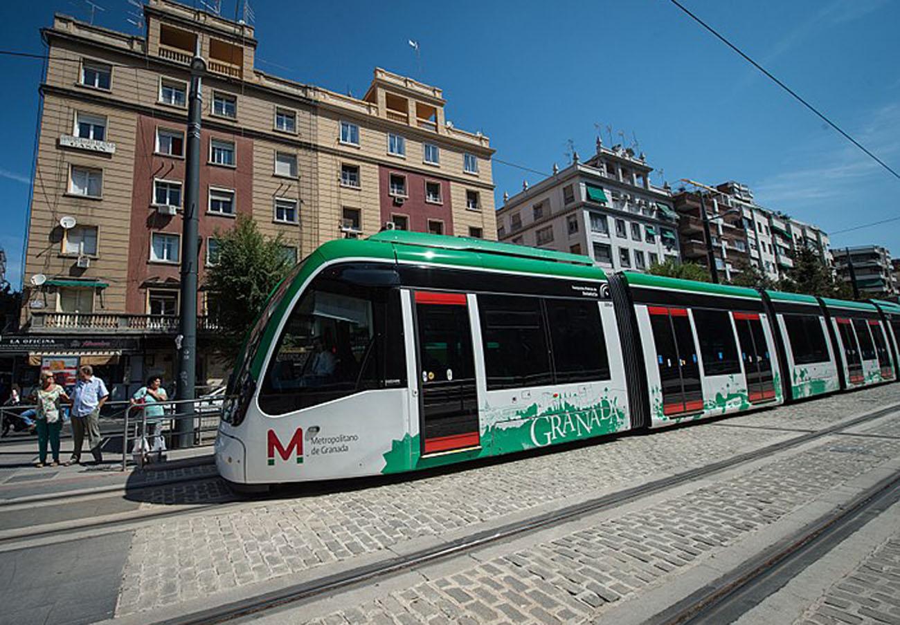 FACUA Granada critica la falta de tarifas sociales y el retraso en la venta de bonos en el Metro