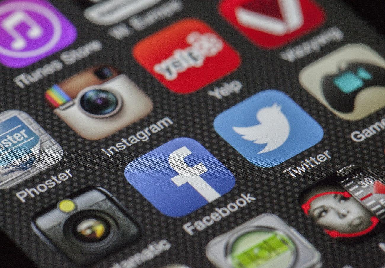 Rusia examinará si Facebook y WhatsApp cumplen la ley de almacenamiento de datos del país