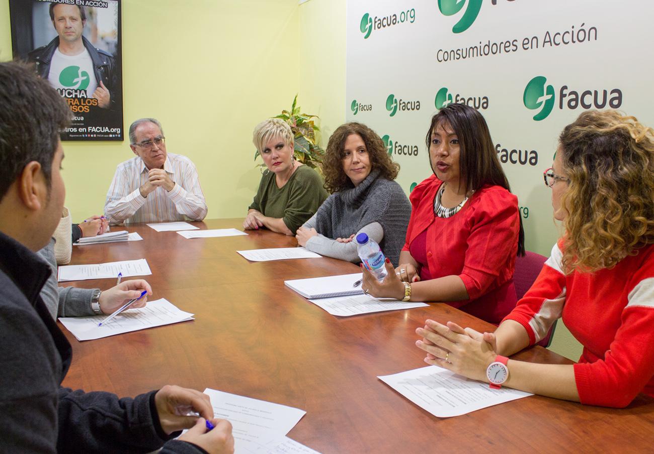 Una directiva de la asociación de consumidores peruana Aspec visita las oficinas de FACUA y su Fundación