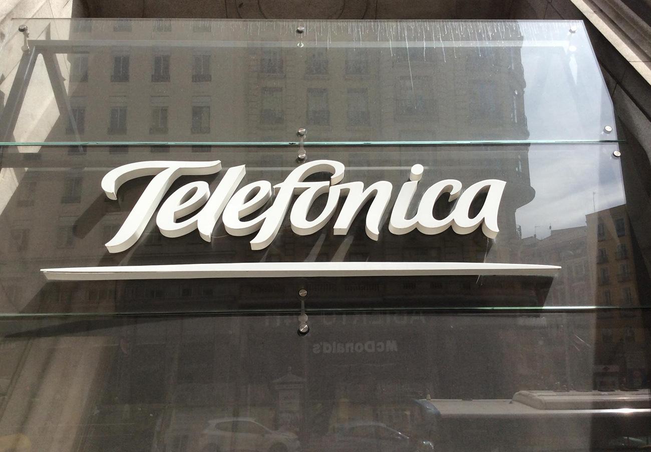 Multa de 1,5 millones de euros a Telefónica por el incumplimiento de una condición que permitió su fusión con DTS