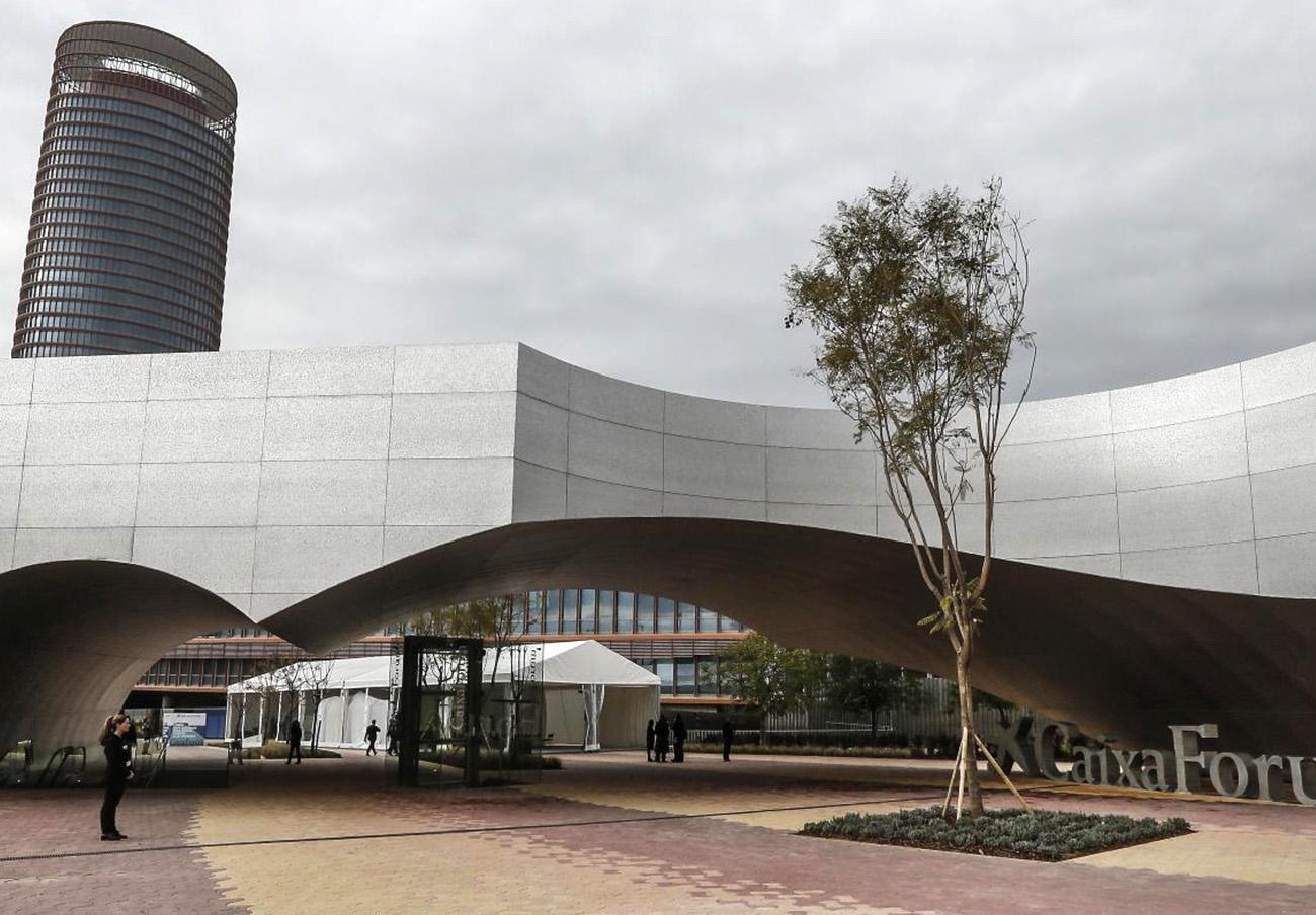 FACUA denuncia que el edificio CaixaForum Sevilla incumple la normativa de accesibilidad
