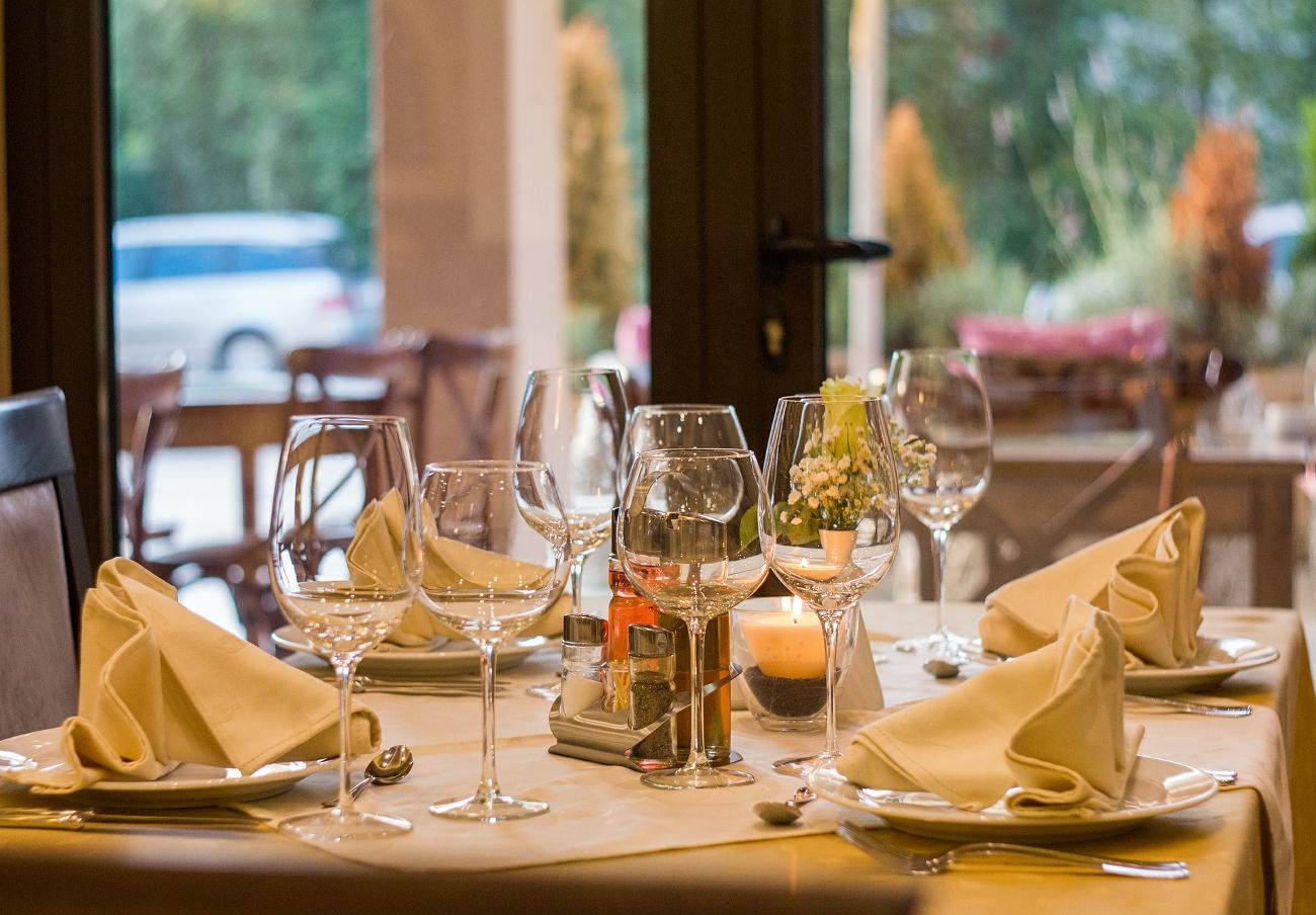 FACUA denuncia a seis bares de Canarias por no incluir los impuestos indirectos en su carta de precios