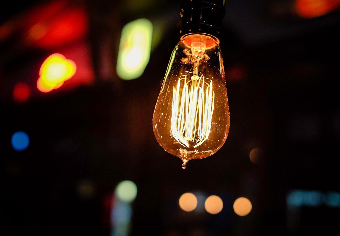 La factura de la luz del usuario medio ha subido un 10,8% en 2017, según el análisis de FACUA