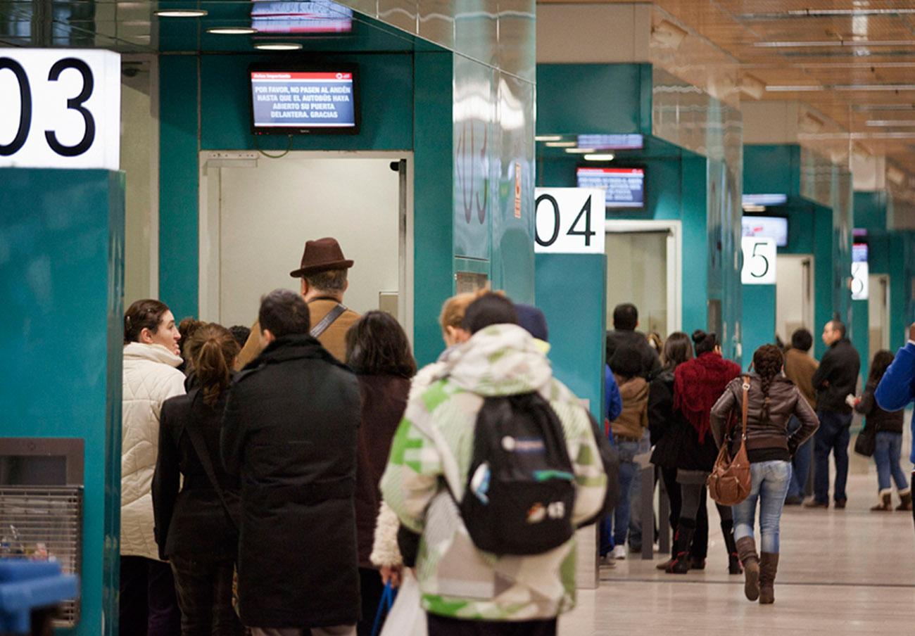 FACUA Madrid denuncia el caos en la renovación de tarjetas del Consorcio de Transportes de la Comunidad