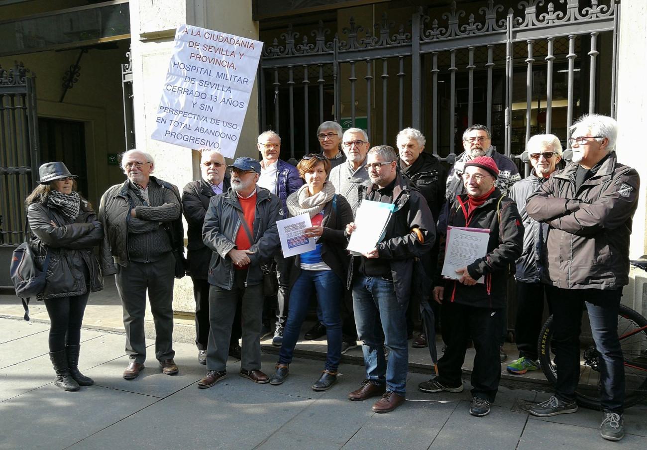 Marea Blanca en Sevilla protesta ante el SAS por el aumento de las listas de espera en la Sanidad pública