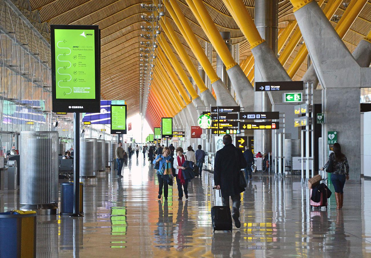 FACUA se reúne con AENA para pedirle soluciones ante las carencias de los aeropuertos españoles