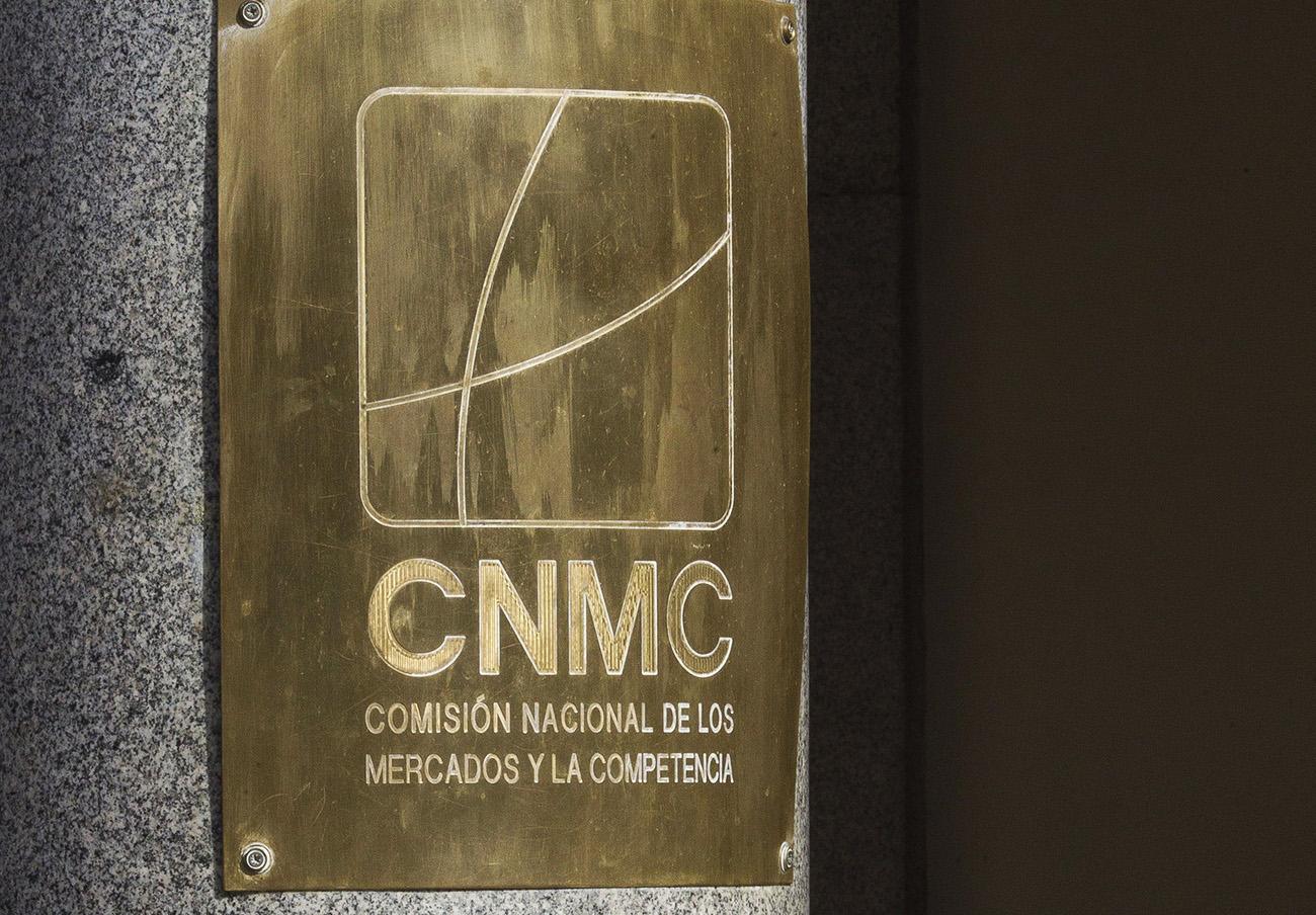 La CNMC multa a 4 bancos por concertarse para ofrecer 'swaps' en condiciones distintas a las pactadas