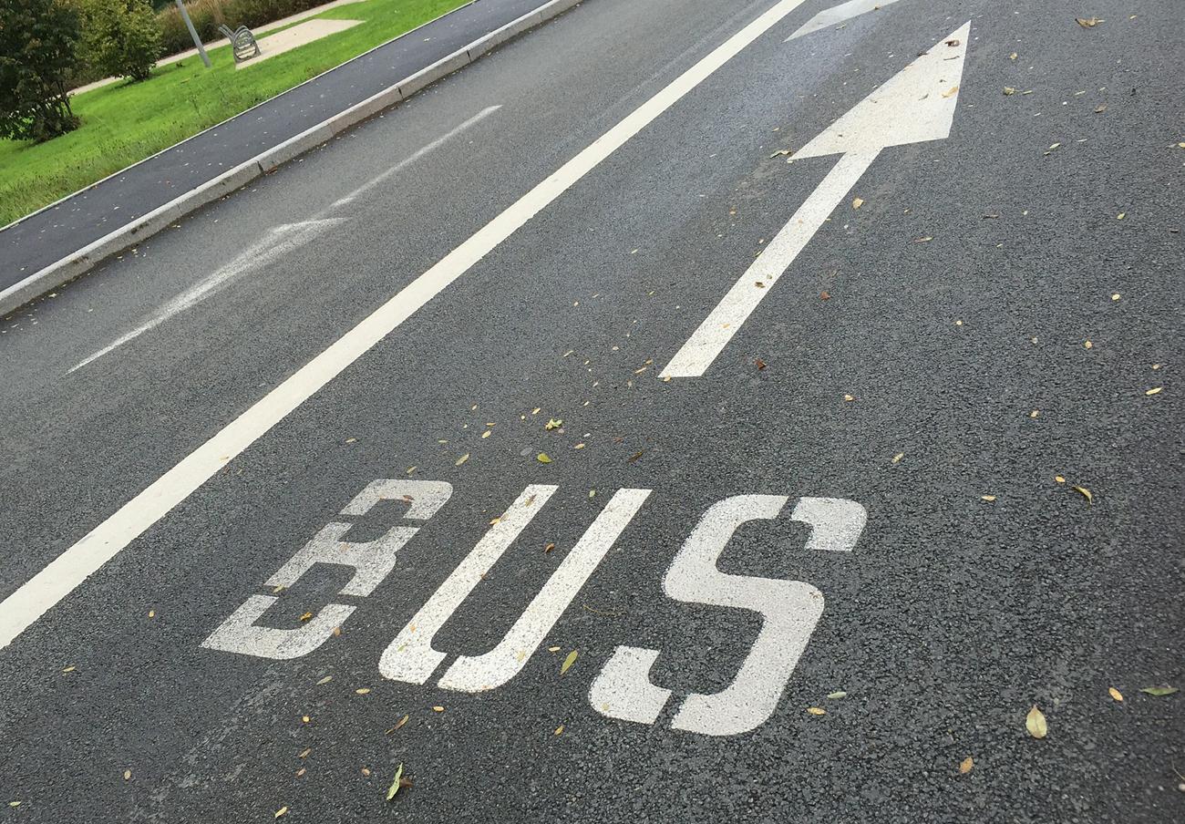 FACUA reclama la creación de líneas de autobús que conecten varias poblaciones con el hospital de Navarra