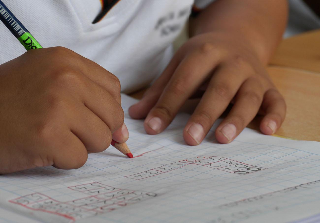 FACUA reclama al Gobierno de Cantabria que solucione los problemas de saturación de decenas de aulas