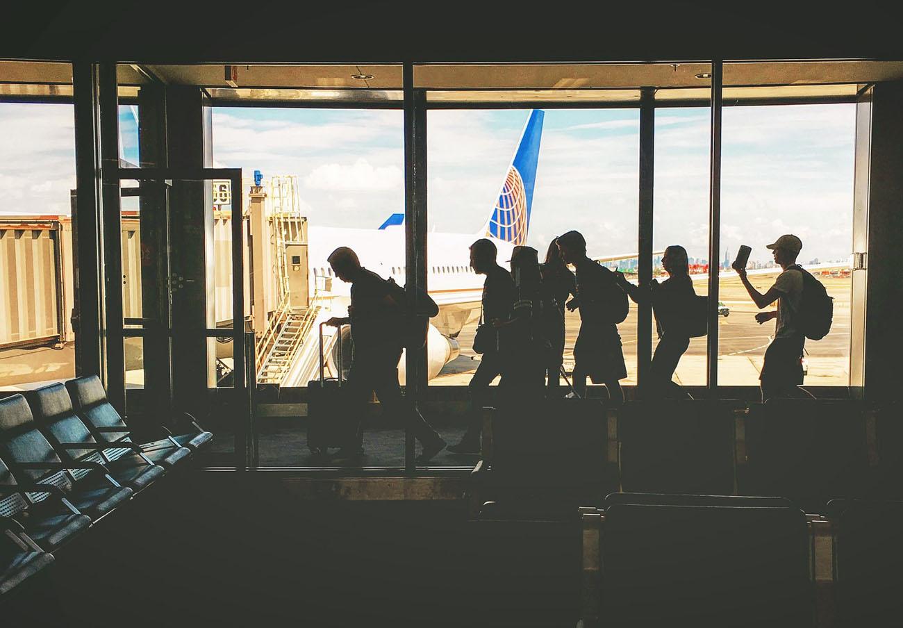 Los afectados por las cancelaciones de vuelos en Reino Unido pueden reclamar alojamiento y comida
