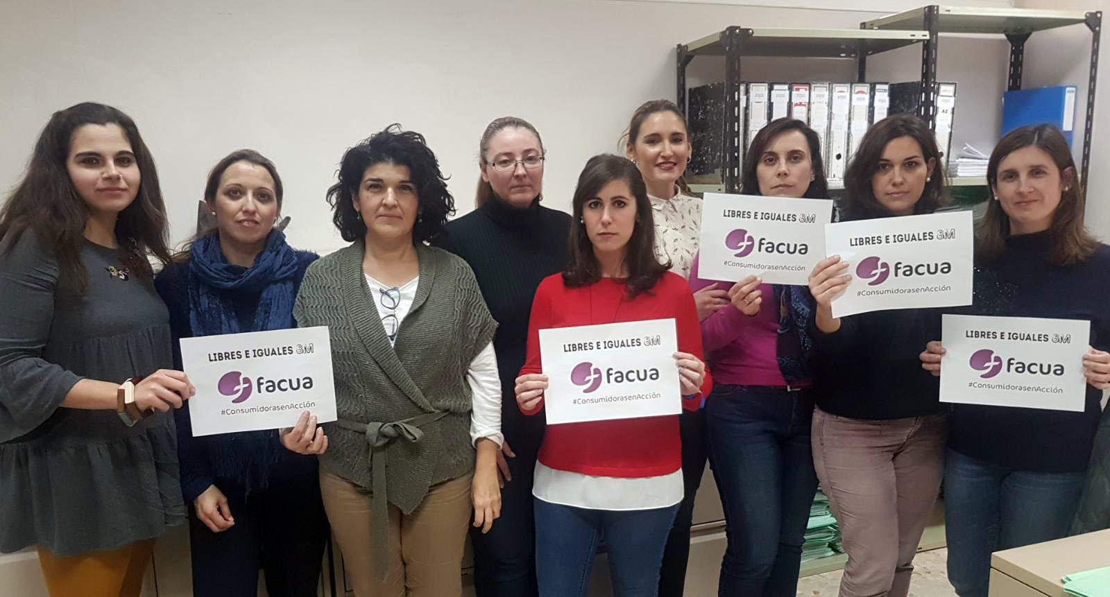 Compañeras del equipo jurídico de FACUA en nuestra sede central, en Sevilla.