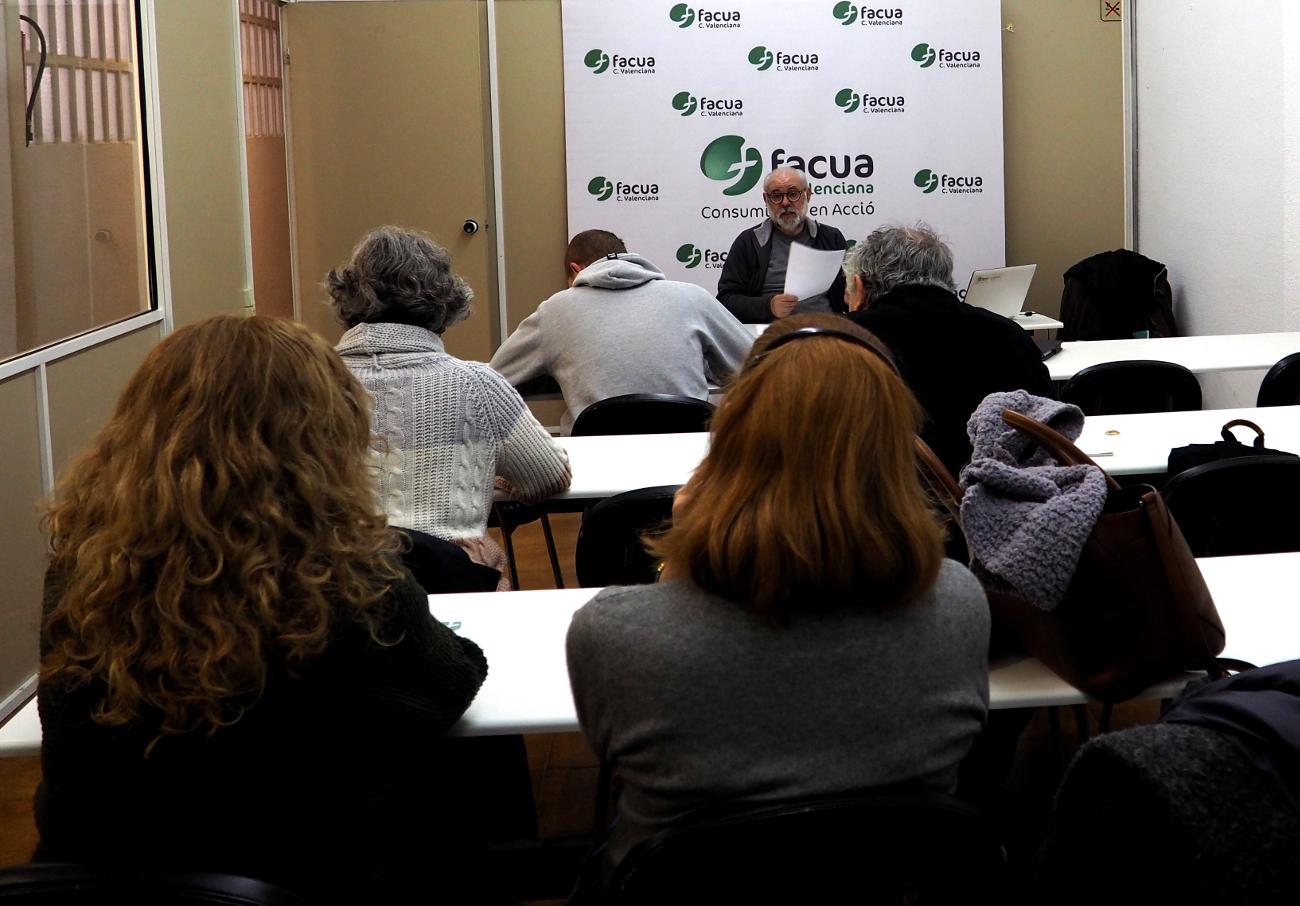 Un momento de la Asamblea de Socios de FACUA Comunidad Valenciana