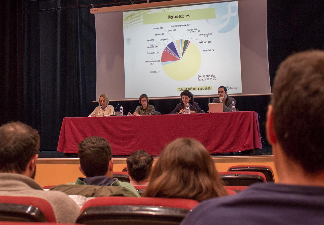 La Asamblea de Socios de FACUA Sevilla se celebró en el Centro Social Polivalente Hogar Virgen de los Reyes de la capital hispalense