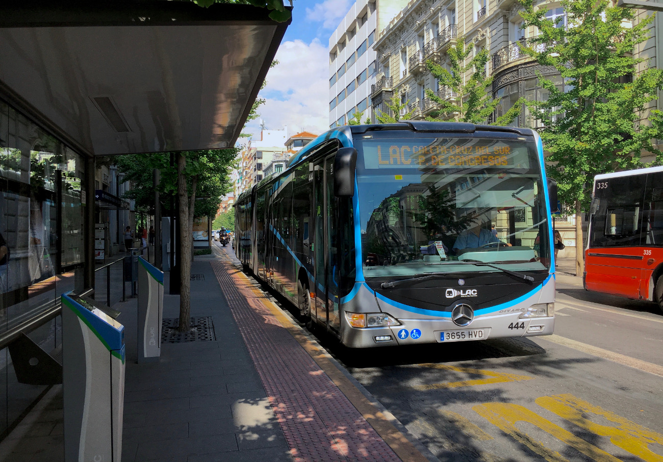 FACUA Granada reclama al Ayuntamiento que renueve la flota de autobuses urbanos